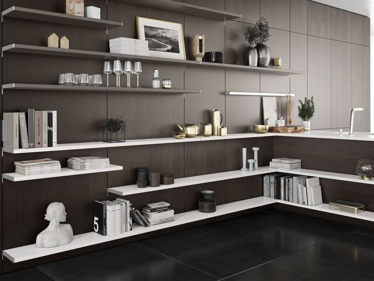 A visual connection between living, dining and kitchen areas thanks to the flexible wall panel system SieMatic FloatingSpaces
